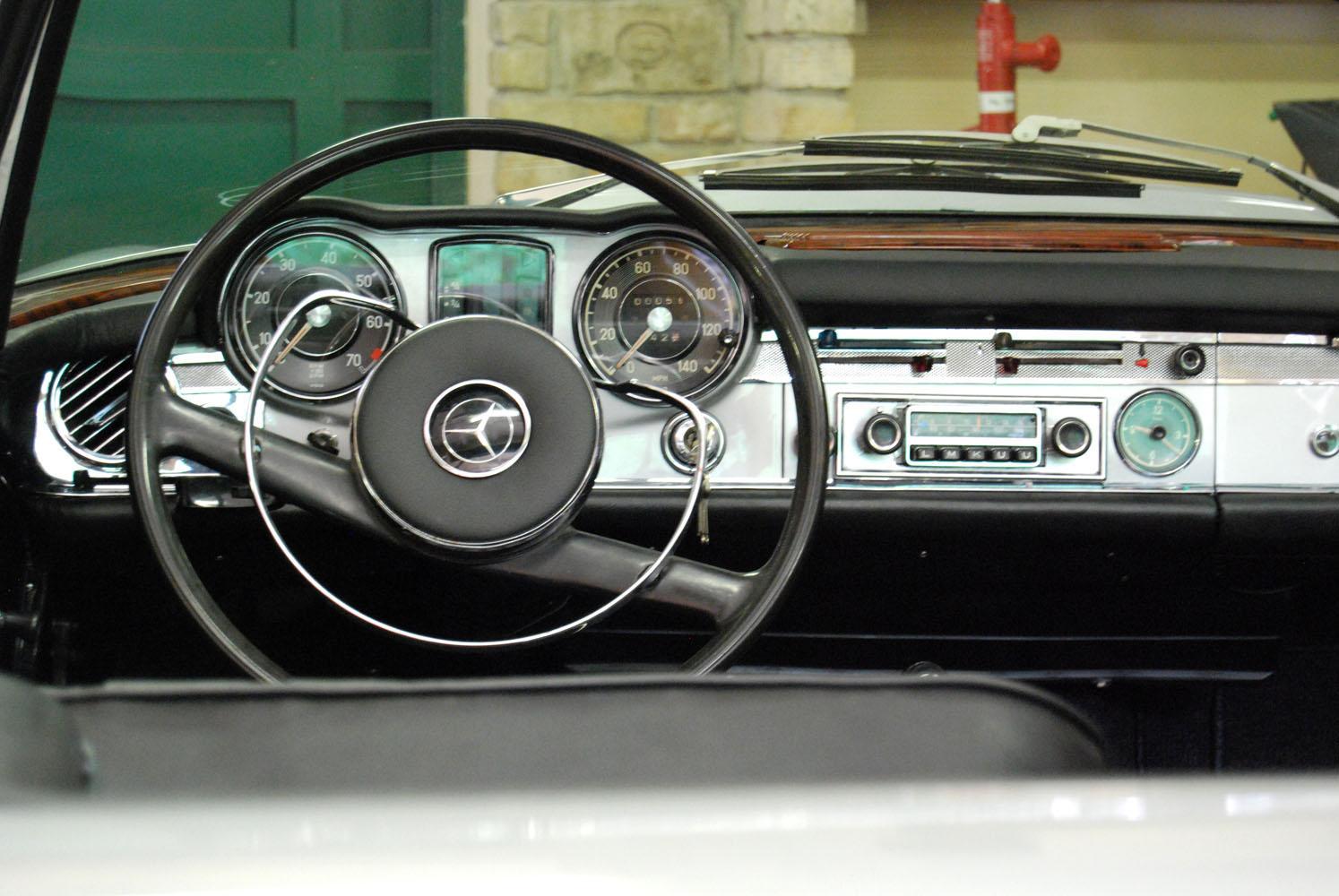 Mercedes 230 SL W113, Pagoda, ezüst (1965-ös)